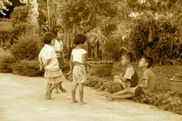 Kids in Chiang Saen