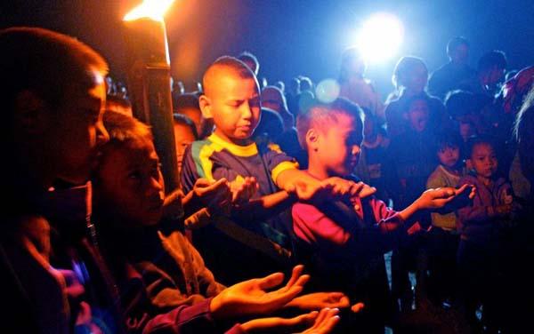 Kids praying during worship